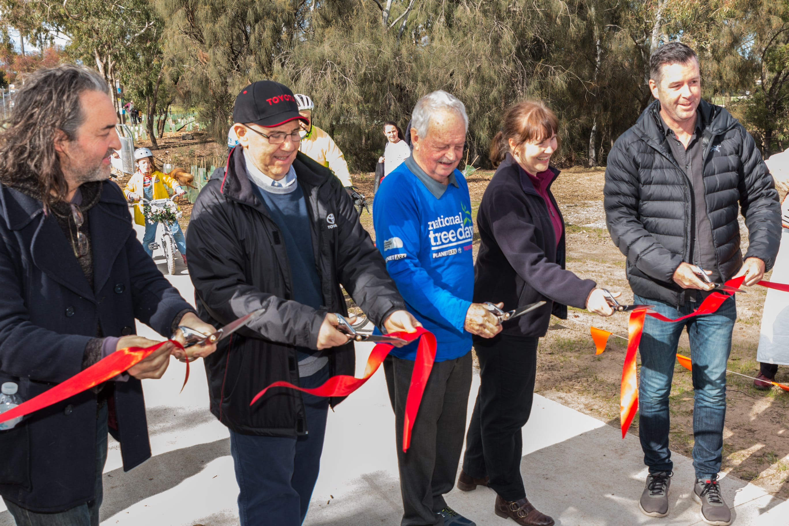 (From left to right) Geoffrey Ricardo - Sculptor, Mike Rausa Toyota Australia Vice President Executive Office, Geoff Mitchelmore, Cr Sandra Wilson and Hon Wade Noonan MP at opening of shared trail in 2018.