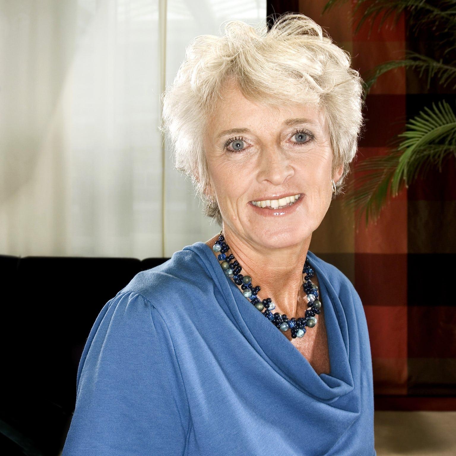 Dr Jacqueline Cramer Headshot
